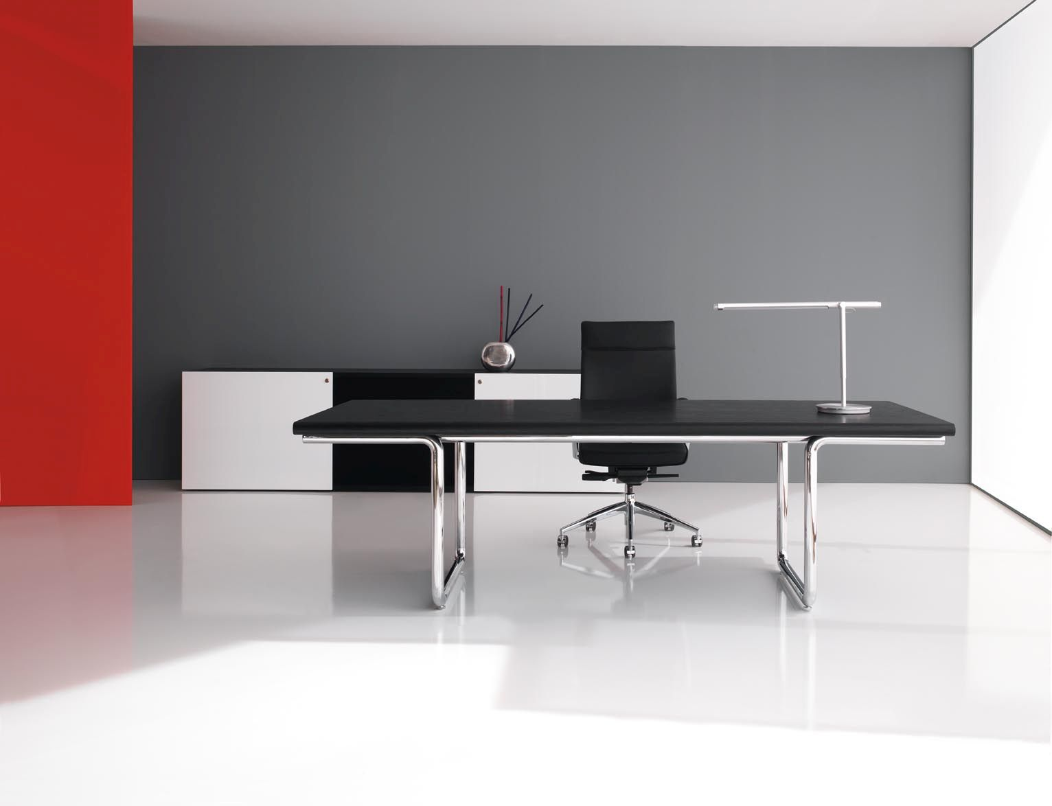Executive and managerial desks